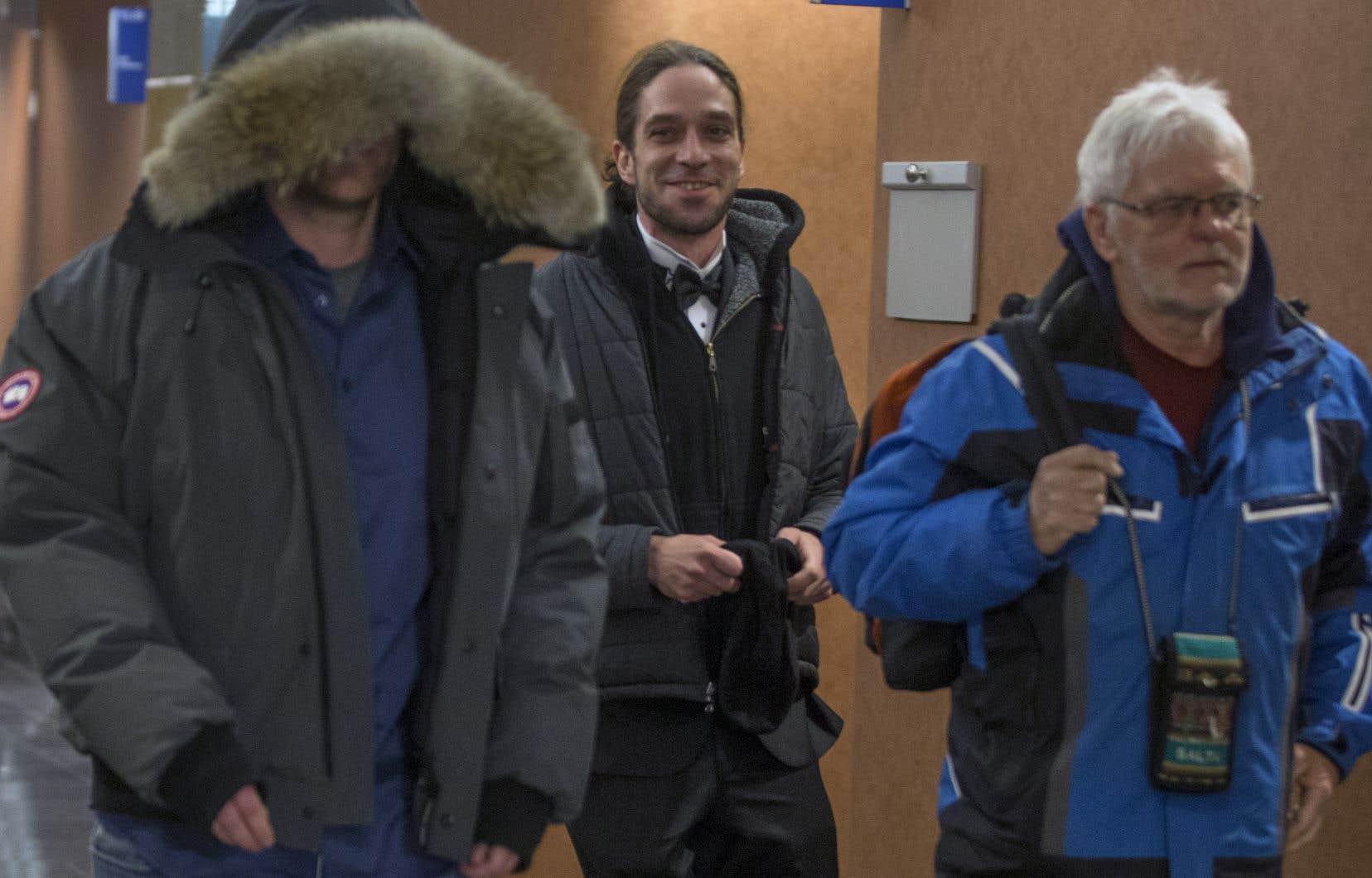 Janick Murray-Hall, à gauche sur la photo, plaide pour la liberté d'expression.