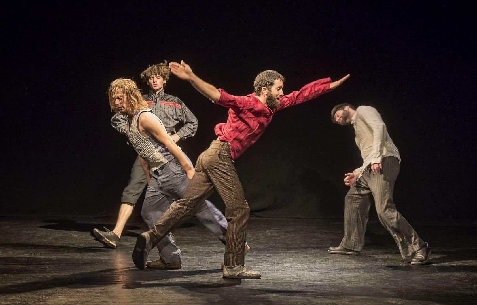 Pour son premier passage au Québec, Simon Mayer emmène «Sons of Sissy», un quatuor pour hommes qui décompose et joue avec les codes du folklore du Tyrol autrichien.