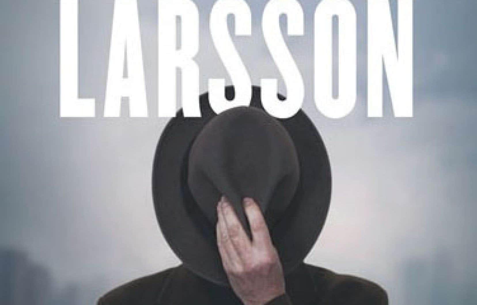 En marchant dans les pas de Larsson, Stocklassa dresse ainsi le portrait du regretté journaliste, bourreau de travail abonné aux vices du métier.