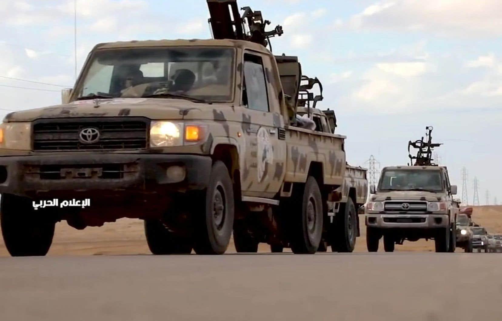Une capture d'écran d'une vidéo publiée sur la page Facebook de l'ANL montre une colonne de véhicules armés se diriger vers Tripoli.