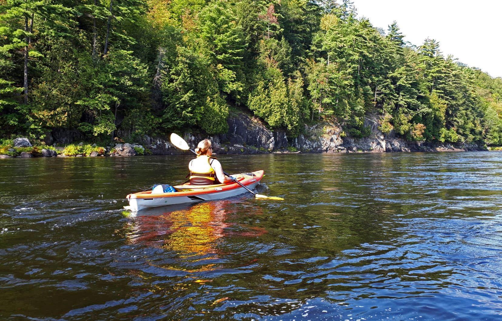 La rivière Rouge est l'une des seules grandes rivières qui soient encore à l'état naturel et relativement accessibles à la population montréalaise.