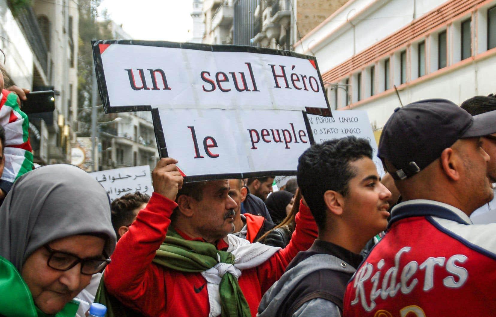 Le président Bouteflika a choisi d'abdiquer et de quitter le pouvoir dans la disgrâce, sous les cris d'une jeunesse souriante qui, depuis le 22février dans les rues du pays, l'invite à «dégager». L'histoire aurait pu se dérouler autrement, selon les experts.