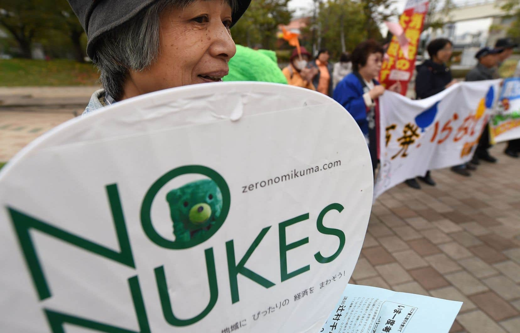 Des citoyens japonais s'opposent au redémarrage des centrales nucléaires dans leur pays. En novembre 2014, des manifestants ont protesté à Tokyo contre la réouverture de deux réacteurs, seulement trois ans après le désastre de Fukushima.
