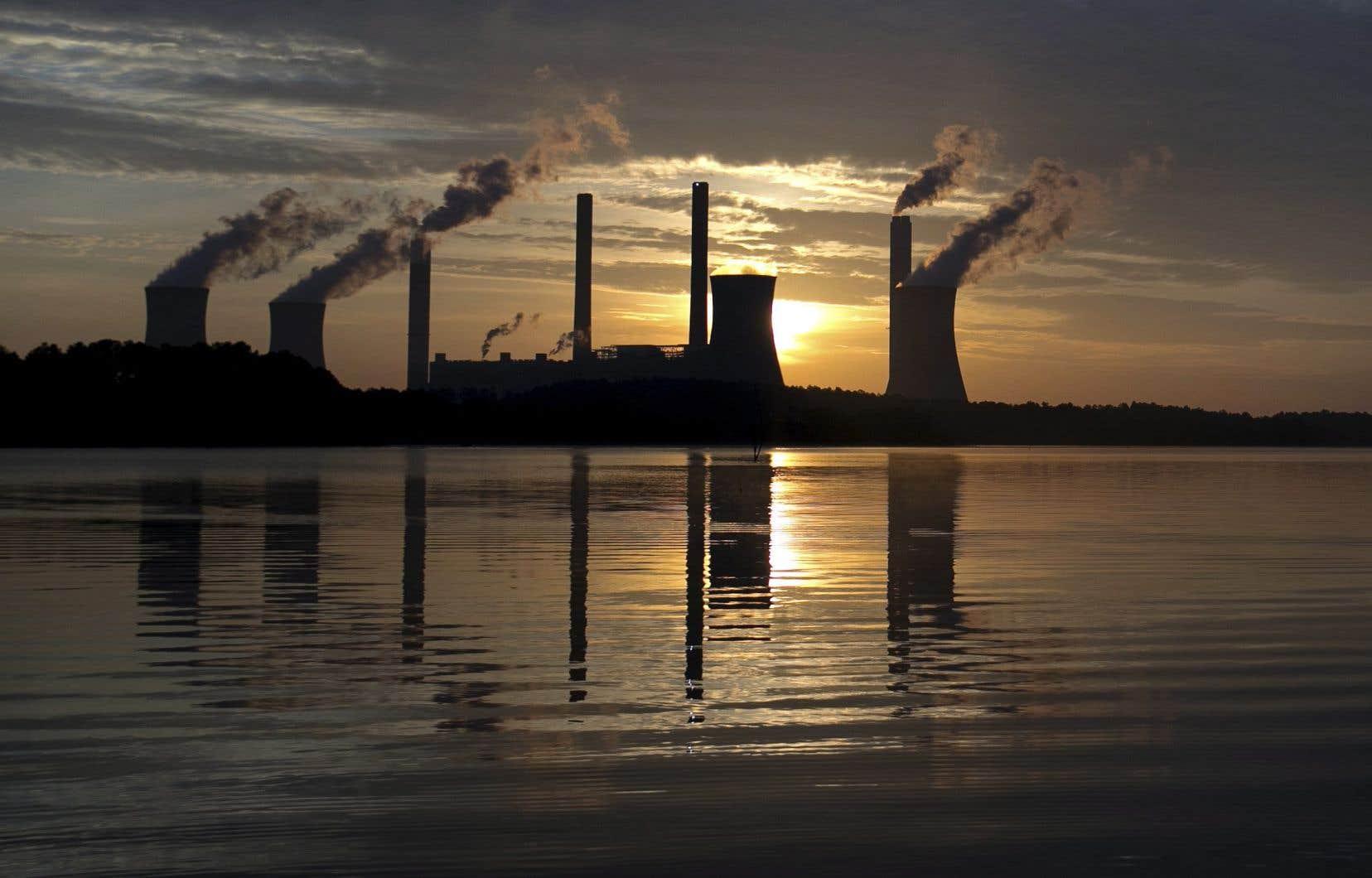 Les émissions liées à l'activité humaine ont fait grimper les niveaux de CO2 de plus de 40% en un siècle et demi.