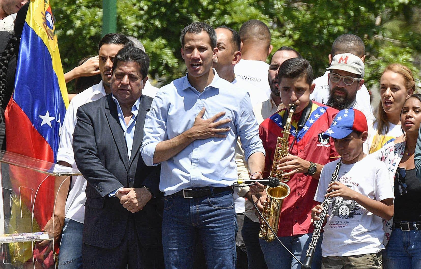 Le chef de l'opposition vénézuélienne, Juan Guaidó, a déclaré samedi avoir lancé la «phase définitive» de l'éviction du président Nicolas Maduro