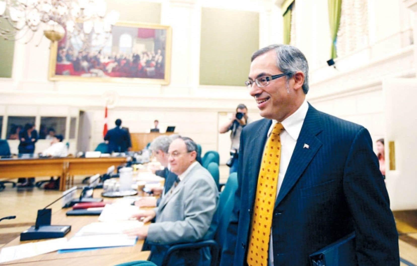 Le ministre Clement a répété hier qu'il n'est «pas approprié» d'obliger les Canadiens à donner des informations personnelles sous peine d'amendes ou d'emprisonnement. <br />