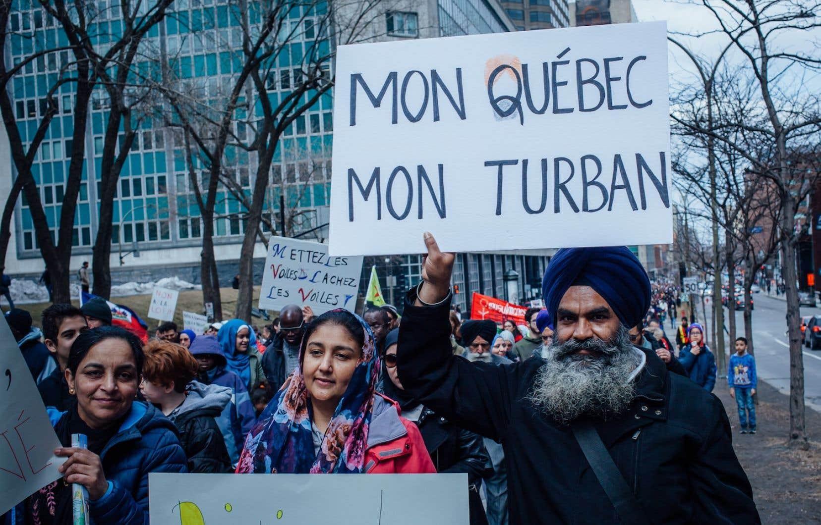 La marche, organisée par le Collectif canadien anti-islamophobie, aurait réuni quelques milliers de personnes.