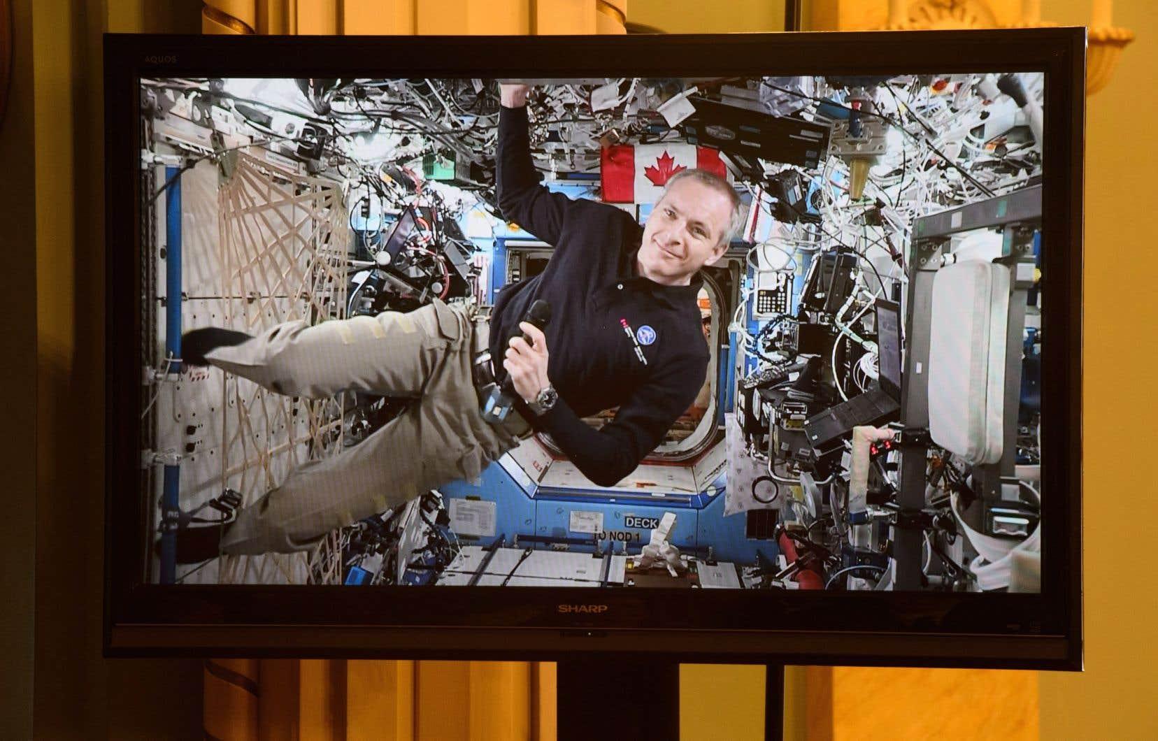 Une retransmission vidéo de la sortie de David Saint-Jacques et d'Anne McClain sera diffusée sur la chaîne YouTube de l'Agence spatiale canadienne dès 6h30.
