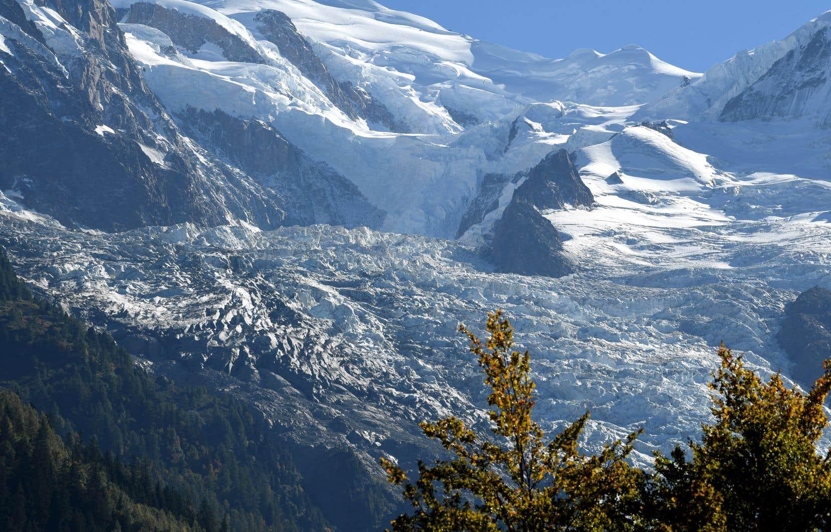 <p>Les quelque 4000 glaciers alpins, attraits touristiques qui fournissent aussi de l'eau en été à des millions de personnes, sont menacés par les émissions de GES liées à l'activité humaine.</p>