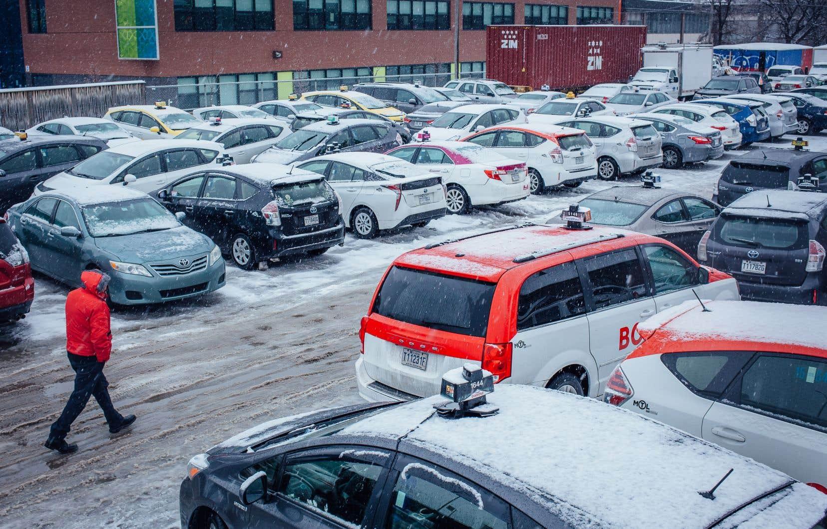 On comptait 8300 permis de taxi au Québec en 2017, selon les données de l'IEDM. Le gouvernement a offert jusqu'à maintenant 500millions$ à leurs détenteurs, alors que la valeur de ces permis est estimée à 1,4milliard$.