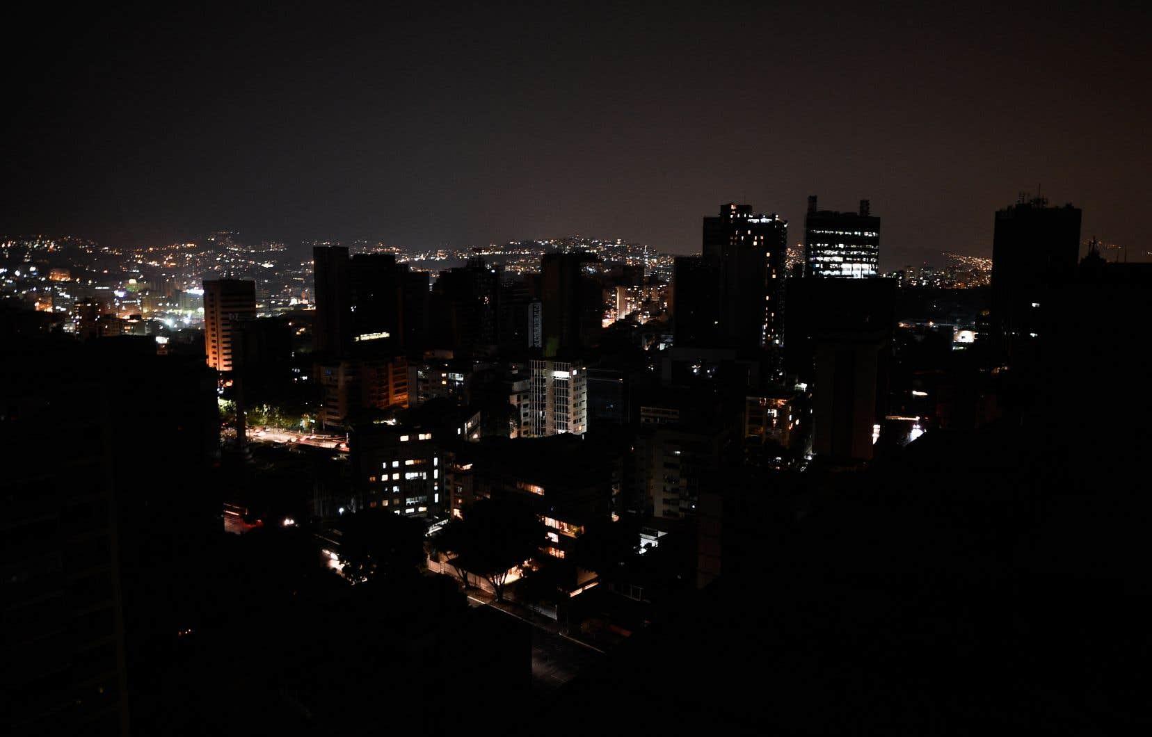 <p>Depuis le 7mars, les coupures d'électricité ont été sporadiques au Venezuela, affectant notamment les services de distribution d'eau, les transports et les réseaux de téléphone et Internet.</p>