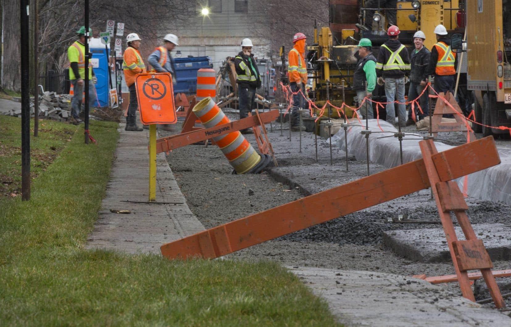 <p>La construction du trottoir de 70 centimètres de large le long du parc Laurier avait été décrétée par le maire Denis Coderre.</p>
