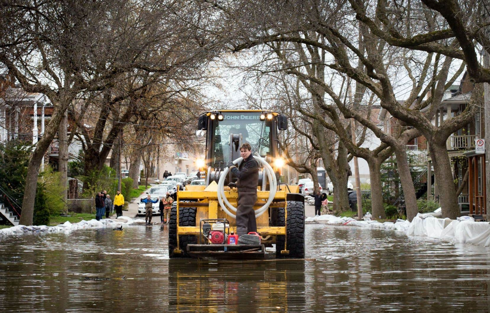 Inondations dans Ahuntsic-Cartierville. À la suite des événements de 2017, la CMM a décidé de renouveller ses cartes de zones inondables.