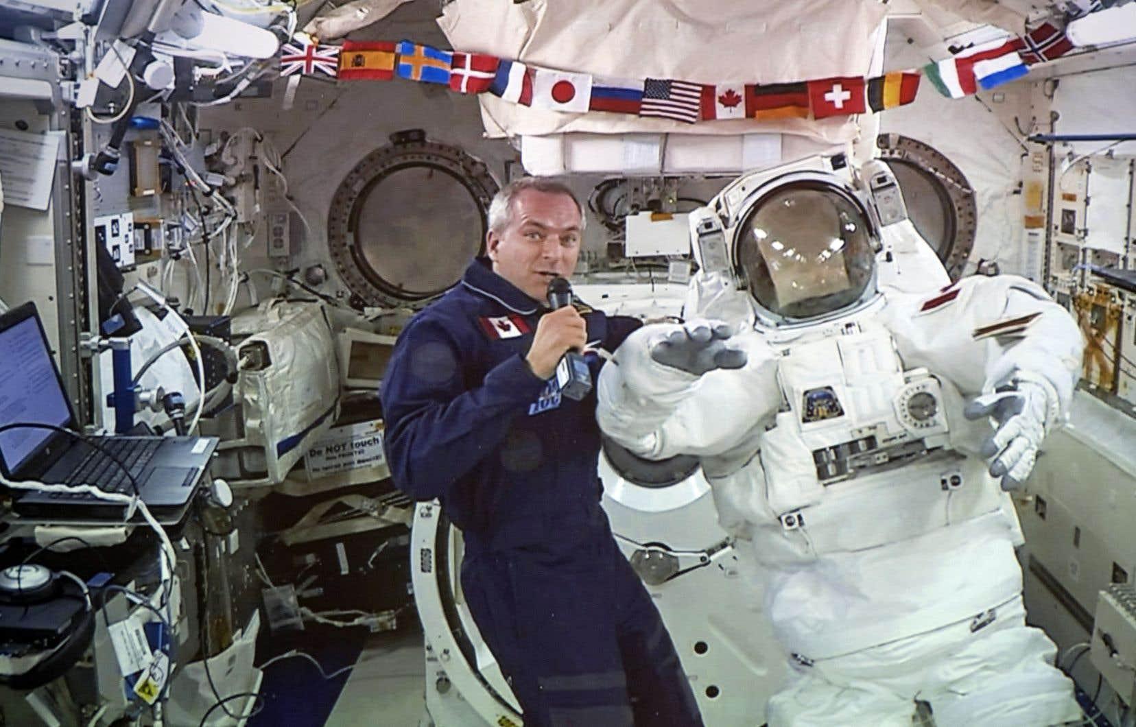 David Saint-Jacques a parlé mercredi aux journalistes par l'entremise d'une liaison vidéo en direct de la station spatiale.