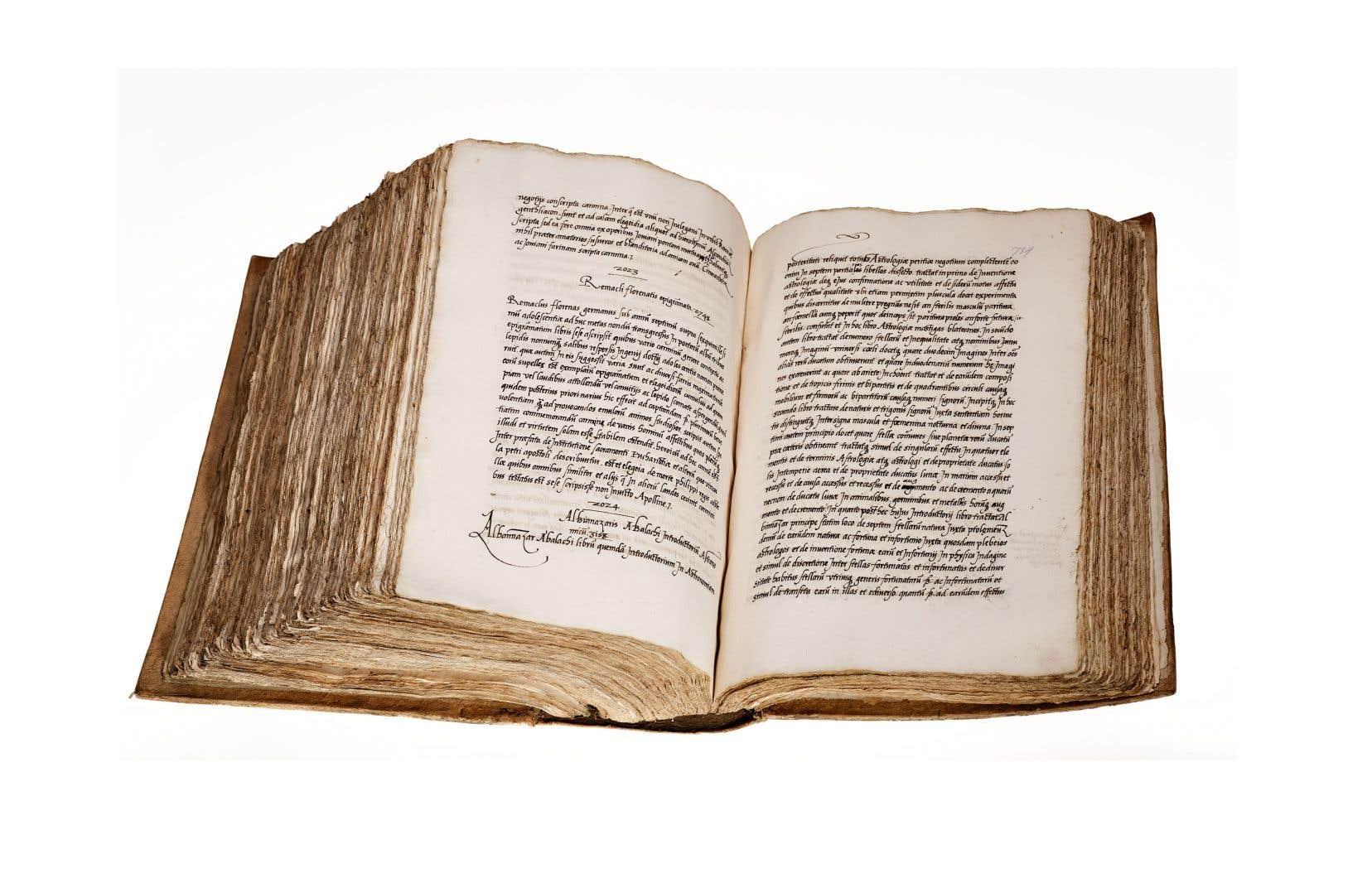 Guy Lazure,professeur québécois enhistoire médiévale et de la Renaissance, est tombé sur un très gros catalogue de la célébrissime bibliothèque de Fernand Colomb (1488-1539).
