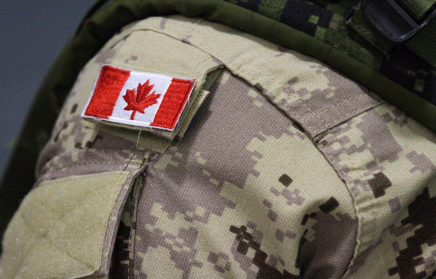 <p>Cette décision constitue le plus récent effort pour moderniser les Forces armées canadiennes après l'assouplissement récent des restrictions sur les barbes, les bottes et sur la consommation de marijuana.</p>
