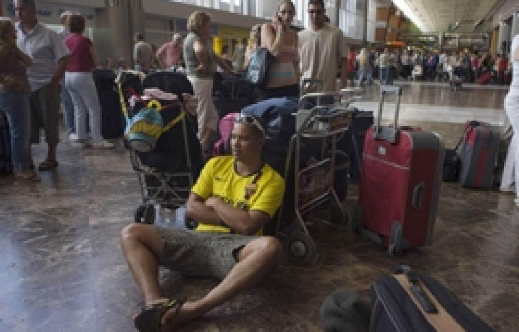 L'arrêt abrupt des activités du voyagiste britannique XL Airways, hier, a causé bien des tracas à 85 000 passagers bloqués dans différents aéroports. Quelque 200 000 clients ayant des réservations auprès de l'entreprise sont également touch