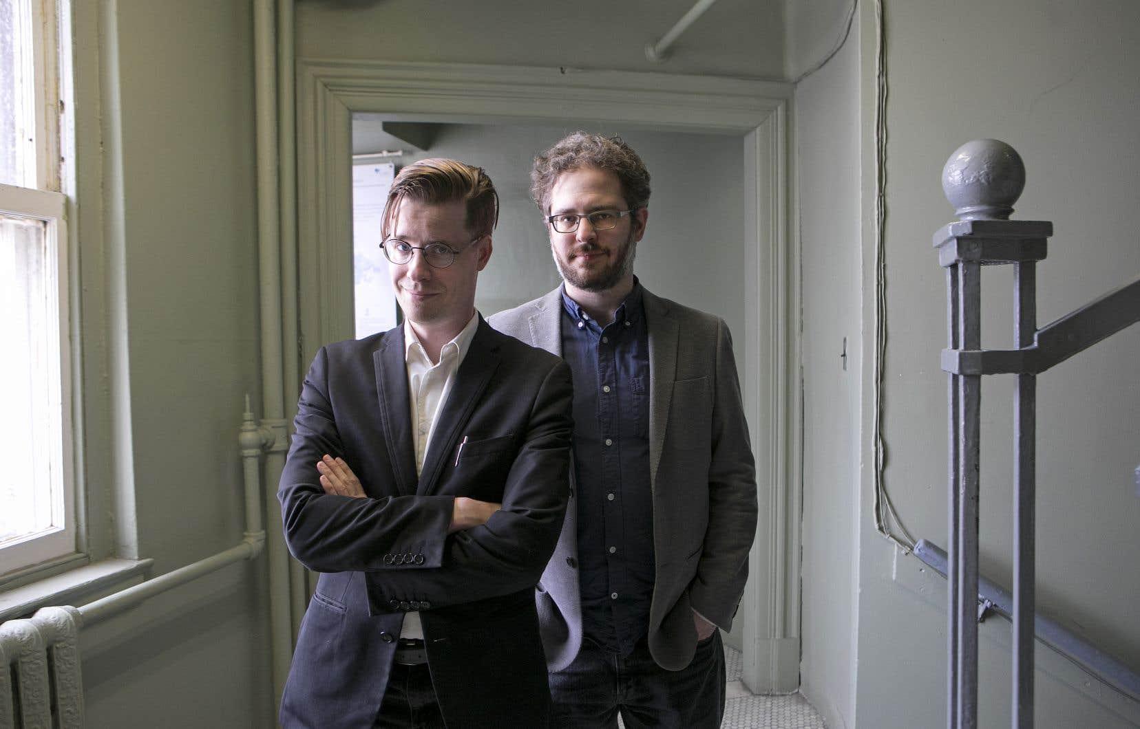Simon Tremblay-Pepin et Bertrand Schepper-Valiquette racontent dans leurs pages l'époque où «les prix en argent étaient illégaux à la loto» et où «on gagnait des jambons».
