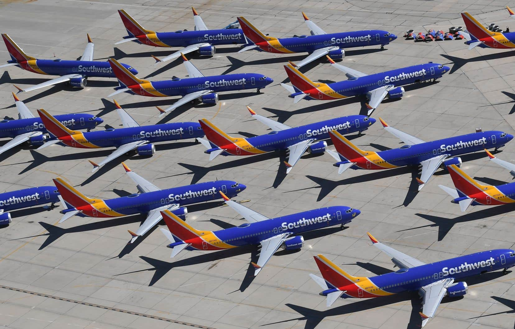 Southwest Airlines, plus grand utilisateur du 737 MAX, a annoncé retirer ses 34 avions de son programme de vol jusqu'au 5août, ce qui concernera 160 vols quotidiens.