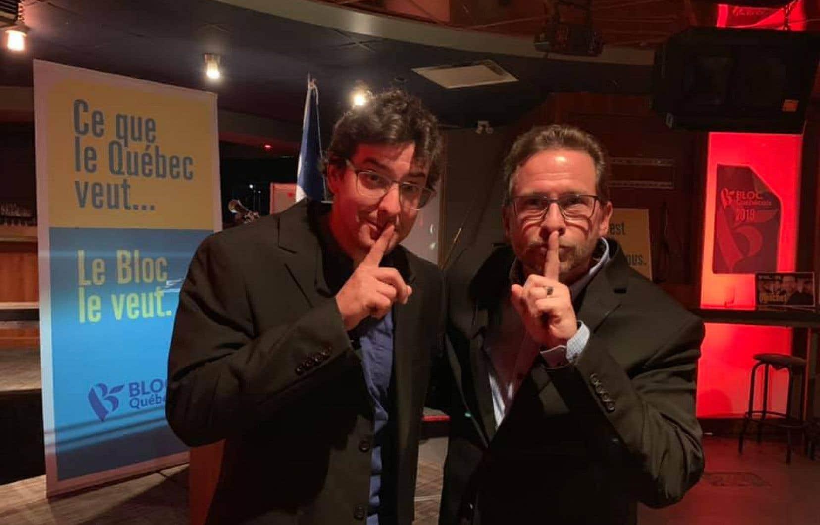 Avant l'annonce officielle, M.Blanchet s'était amusé en se faisant prendre en photo en compagnie d'Alexis Brunelle-Duceppe, tous deux le doigt sur la bouche.