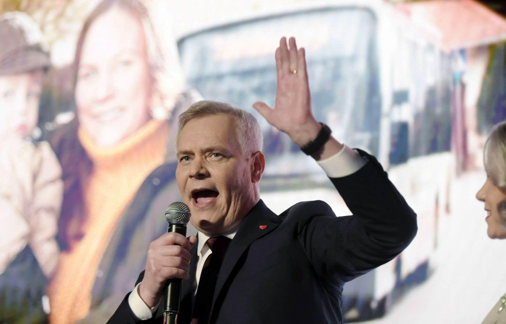 Conduits par l'ancien ministre des Finances et probable futur premier ministre, Antti Rinne, les sociaux-démocrates obtiennent 40 sièges sur 200 au Parlement.