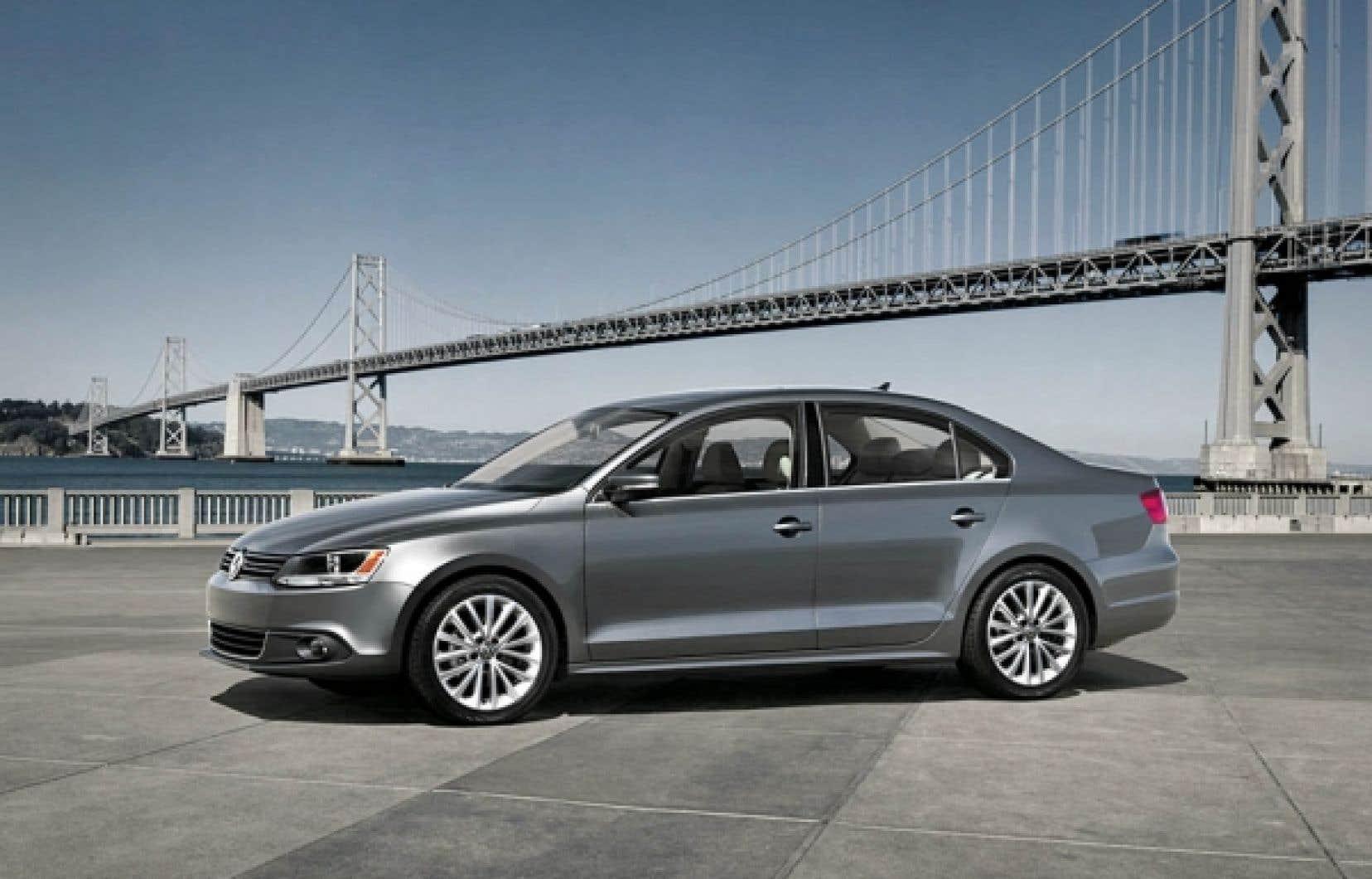La sixième génération de la Jetta revient aux formes anguleuses que l'on associe au style Volkswagen.