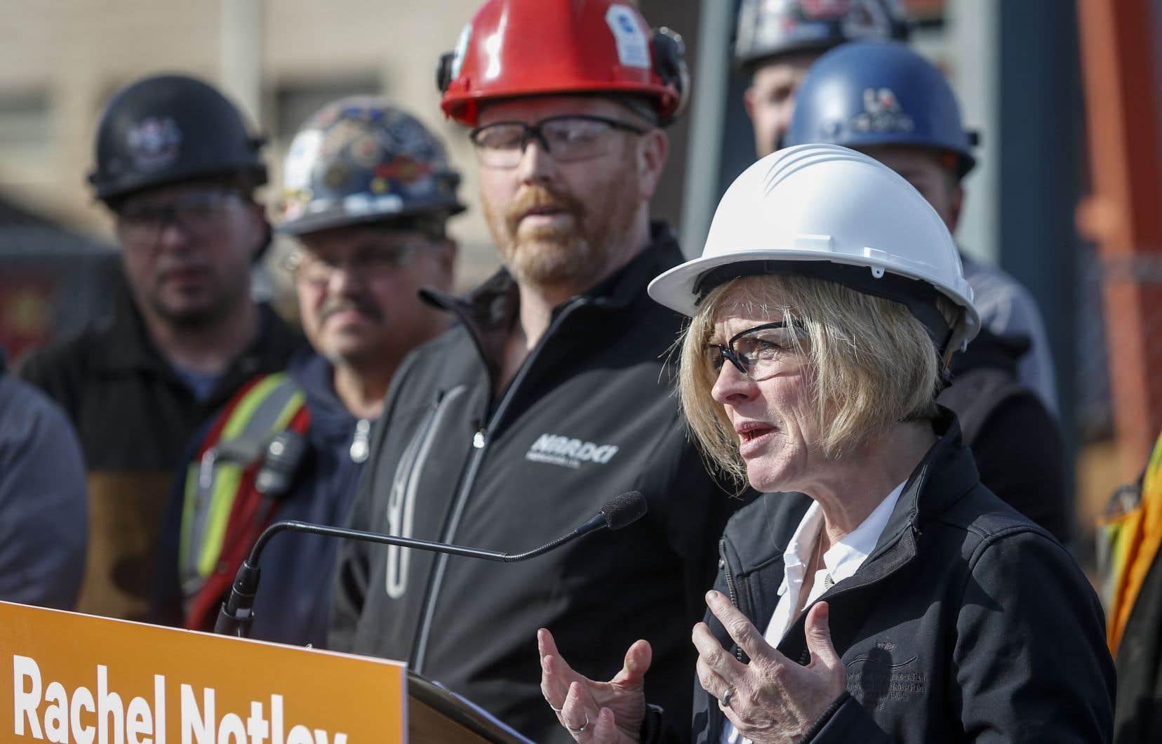 Mme Notley deviendra soit la première ministre néo-démocrate de l'Alberta à être réélue, soit la première chef de la province à ne pas obtenir un deuxième mandat à sa première tentative.
