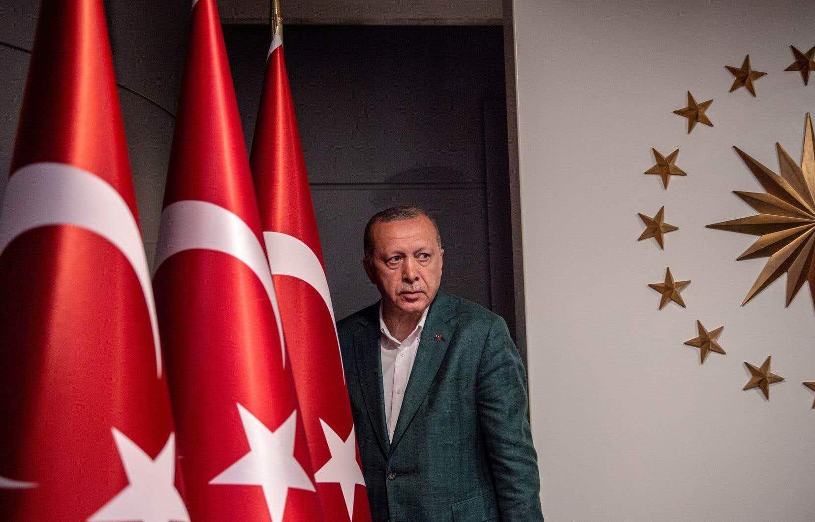 <p>Refusant de concéder la défaite à Istanbul, M.Erdogan a dénoncé des «irrégularités» massives et commises selon lui de manière «organisée».</p>