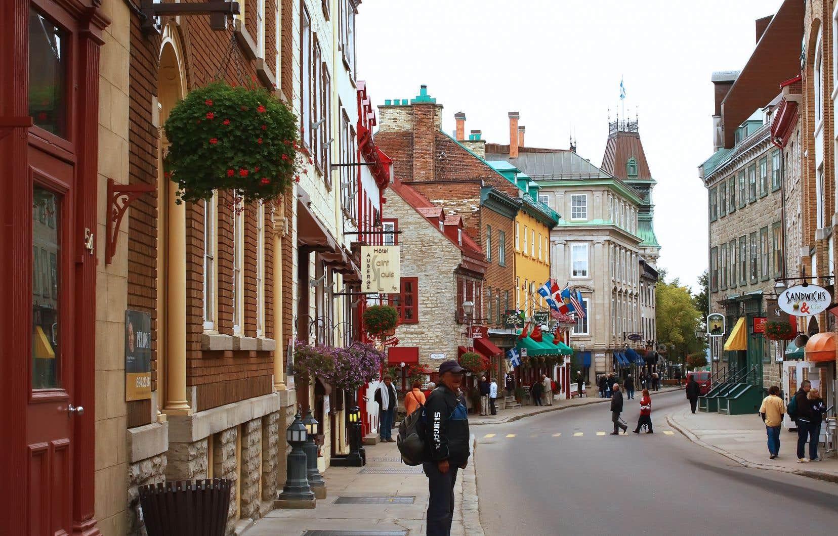 Le quartier est «invivable», écrivent des résidents du Vieux-Québec. Ils soulignent que les rues sont souvent bloquées et racontent qu'une voisine qui devait se rendre à l'urgence à 5 minutes à pied a mis 24 minutes à faire le trajet en voiture.