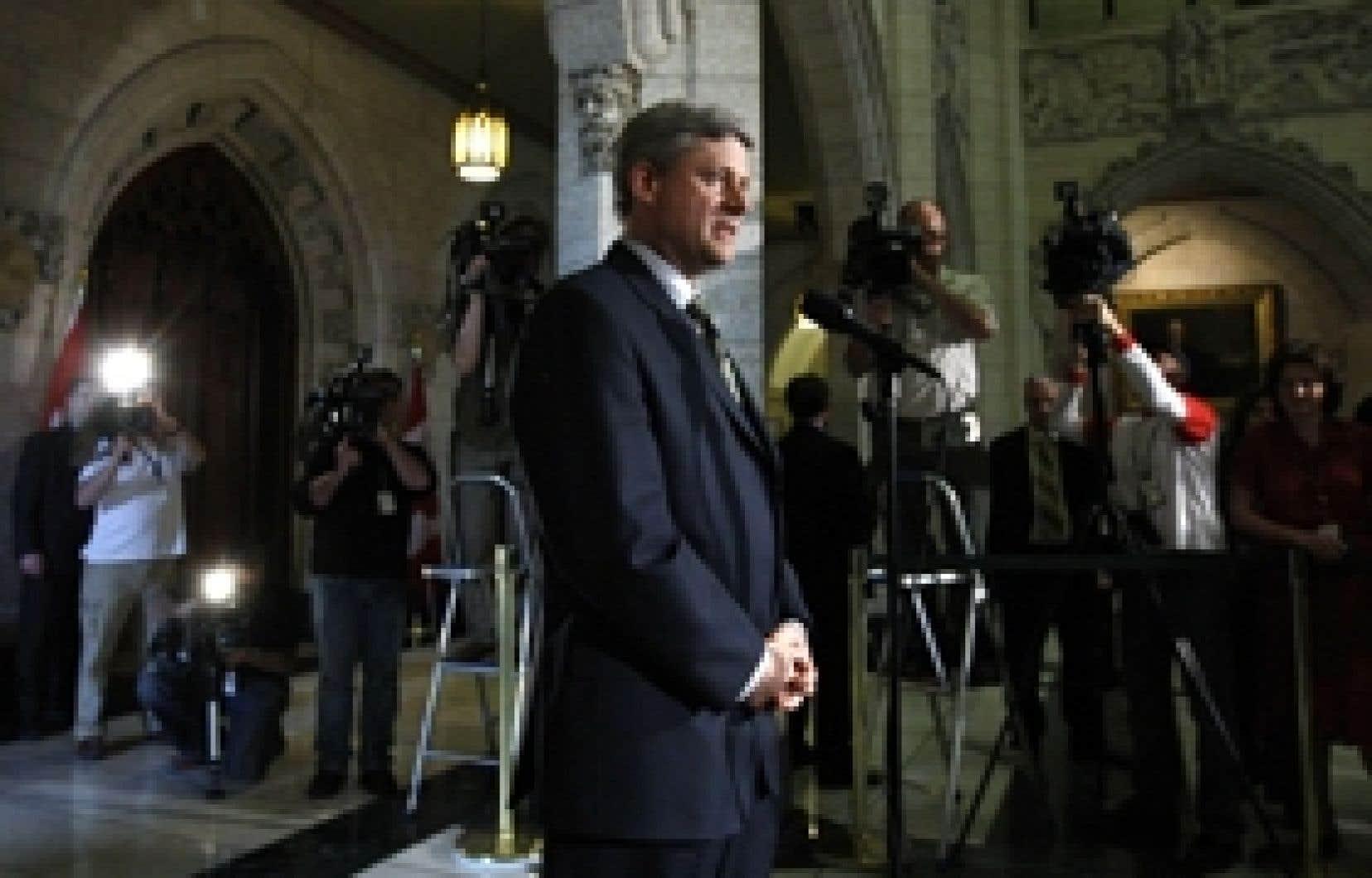 Stephen Harper sous les feux des projecteurs médiatiques: les relations entre le premier ministre sortant et les journalistes ont souvent été tendues ces deux dernières années.