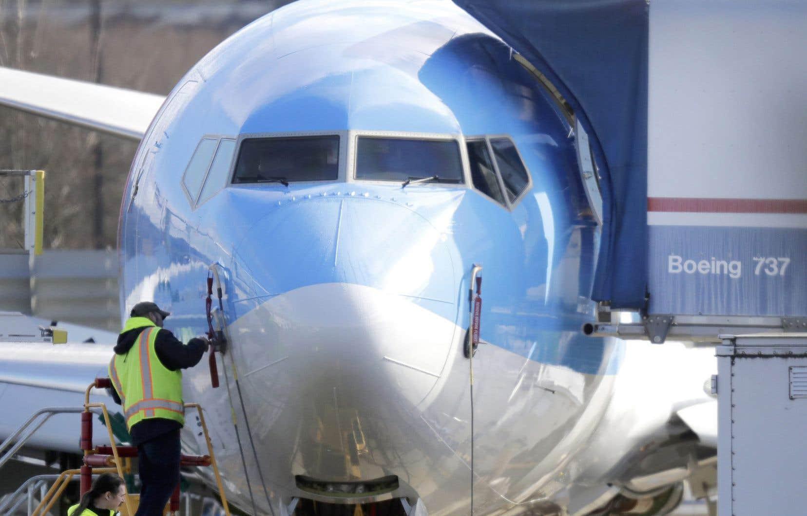 Boeing a apporté certains changementsau 737 MAX, notamment la formationdes pilotes etune mise à jour du système antidécrochage MCAS mis en cause dans deux tragédies rapprochées ayant fait au total 346 morts.