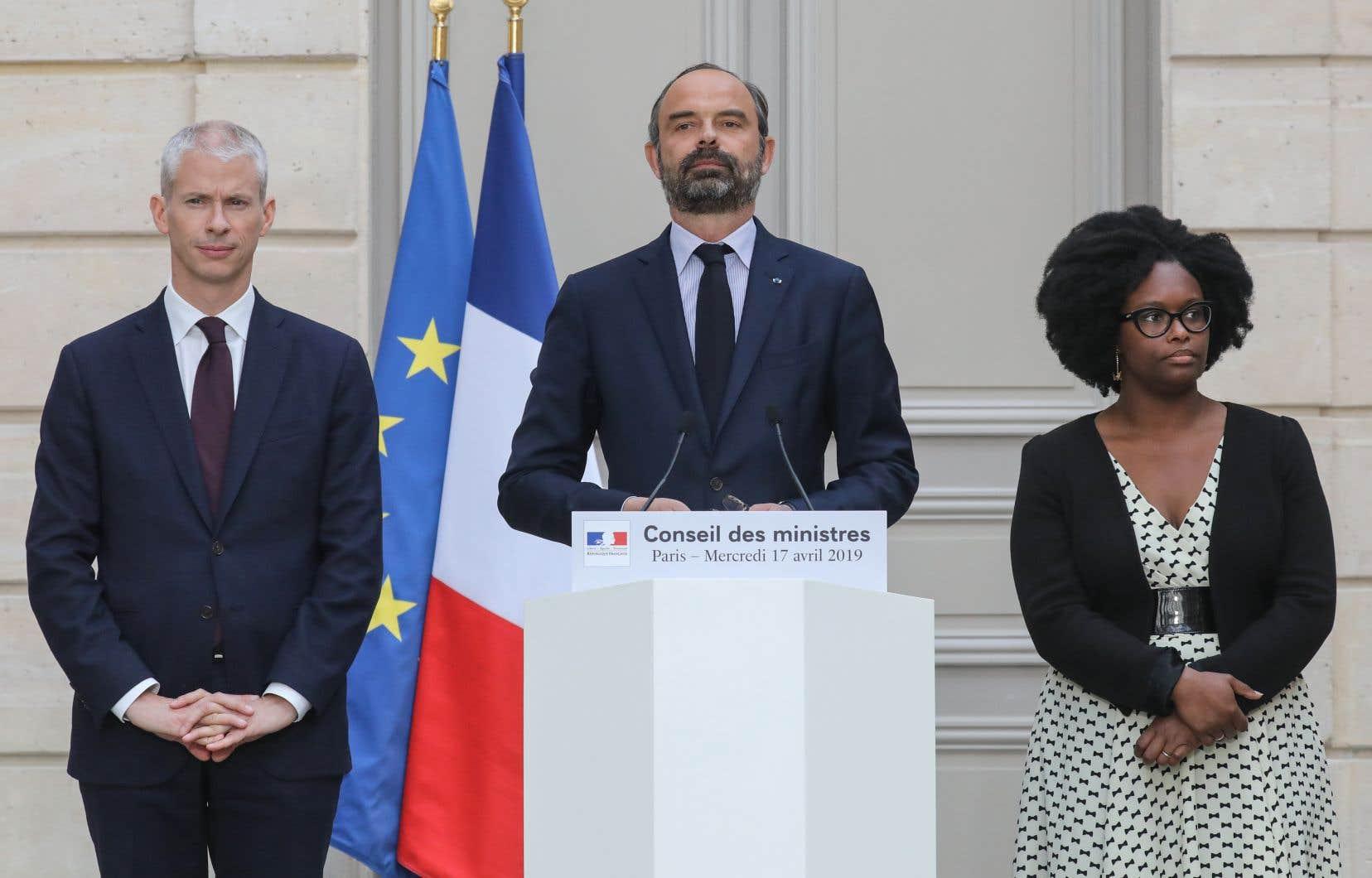 Édouard Philippe a égalementnotamment annoncé le lancement d'un «concours international d'architecture sur la reconstruction de la flèche» de Notre-Dame.