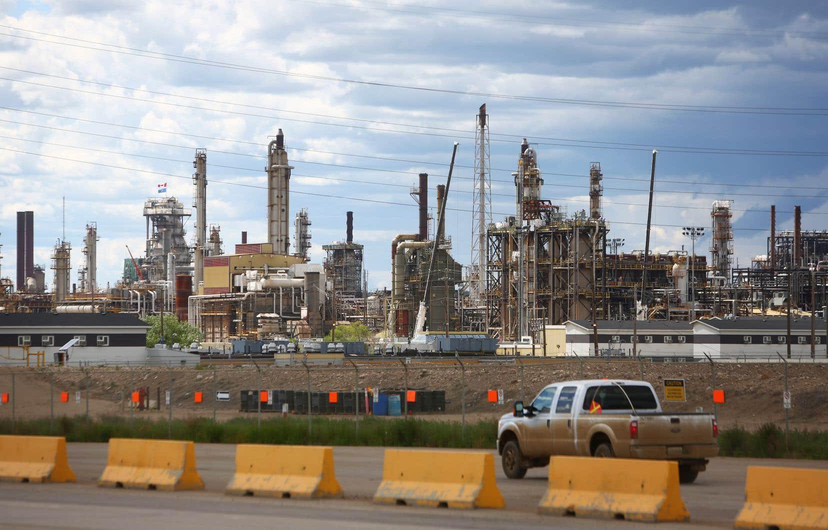 L'Alberta demeure dépendante d'une économie accrochée à une réalité pétrolière, subissant l'influence du schiste américain.