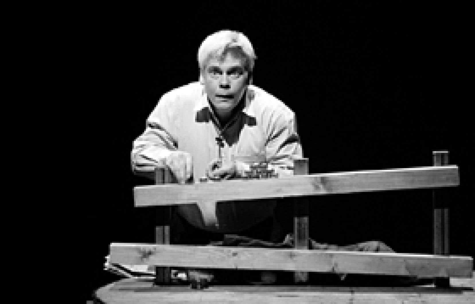 Martin Dion dans Léon le nul, un texte de Francis Monty dans une mise en scène de Gil Champagne.