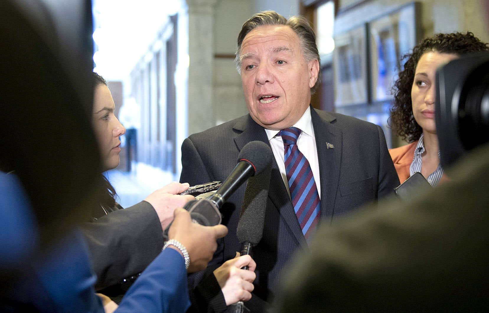 Le premier ministre François Legault a obtenu des avis juridiques sur l'abolition des commissions scolaires.
