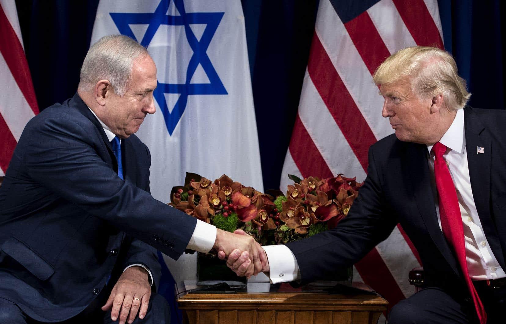L'alliance de Nétanyahou avec Donald Trump a été scellée en 2018 par la décision du président américain de transférer l'ambassade des États-Unis de Tel-Aviv à Jérusalem.
