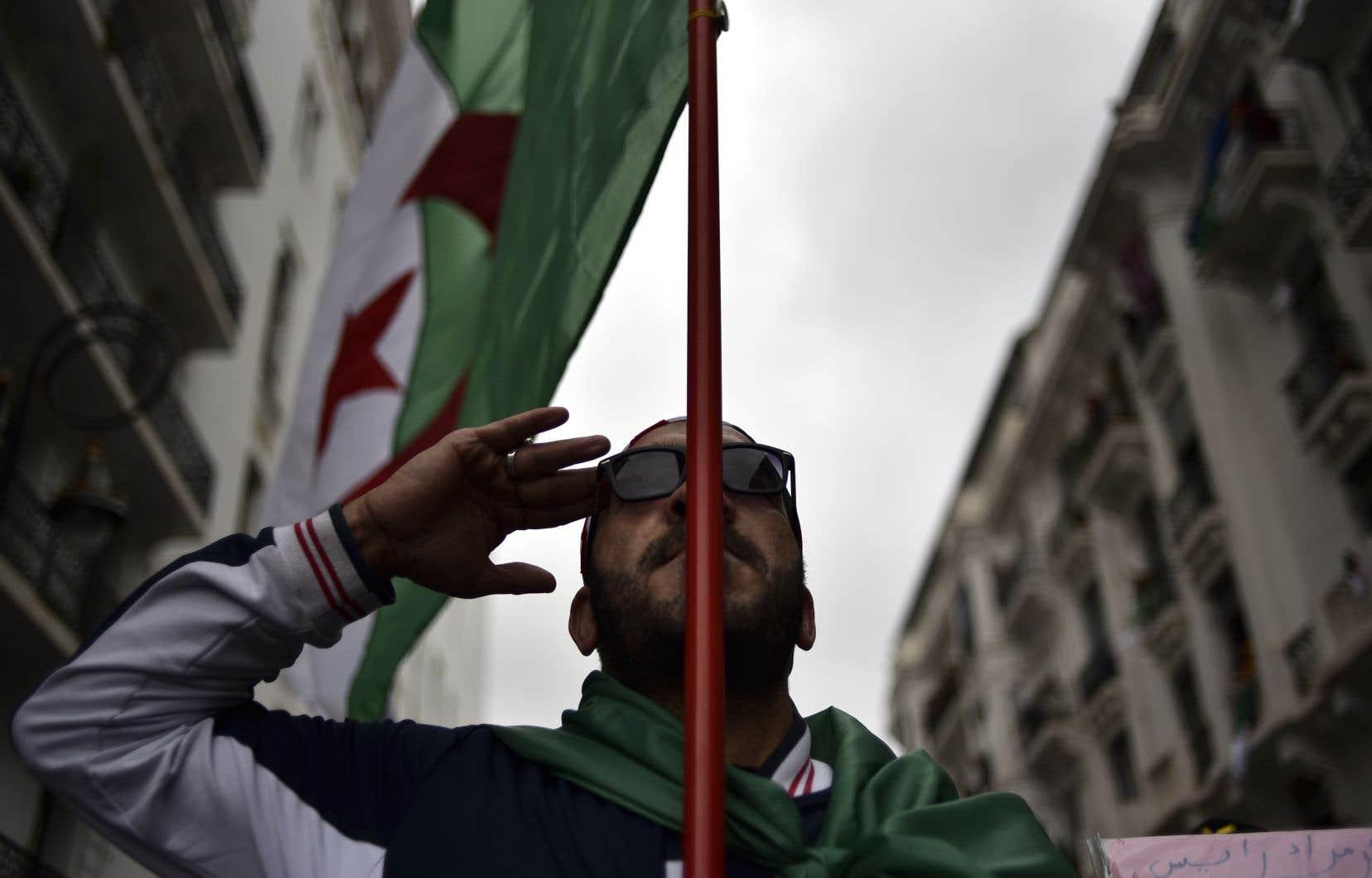 Les Algériens Rassemblés En Masse Pour Un 9e Vendredi De