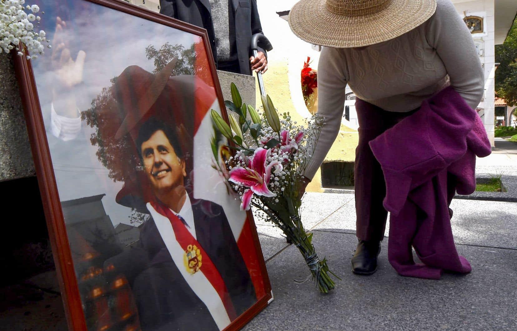 La lettre d'adieu d'Alan Garcia a été lue par une de ses filles lors ses obsèques à Lima.Le gouvernement avait décrété trois jours de deuil national, du 17 au 19 avril, et ordonné la mise en berne du drapeau national sur les institutions publiques.