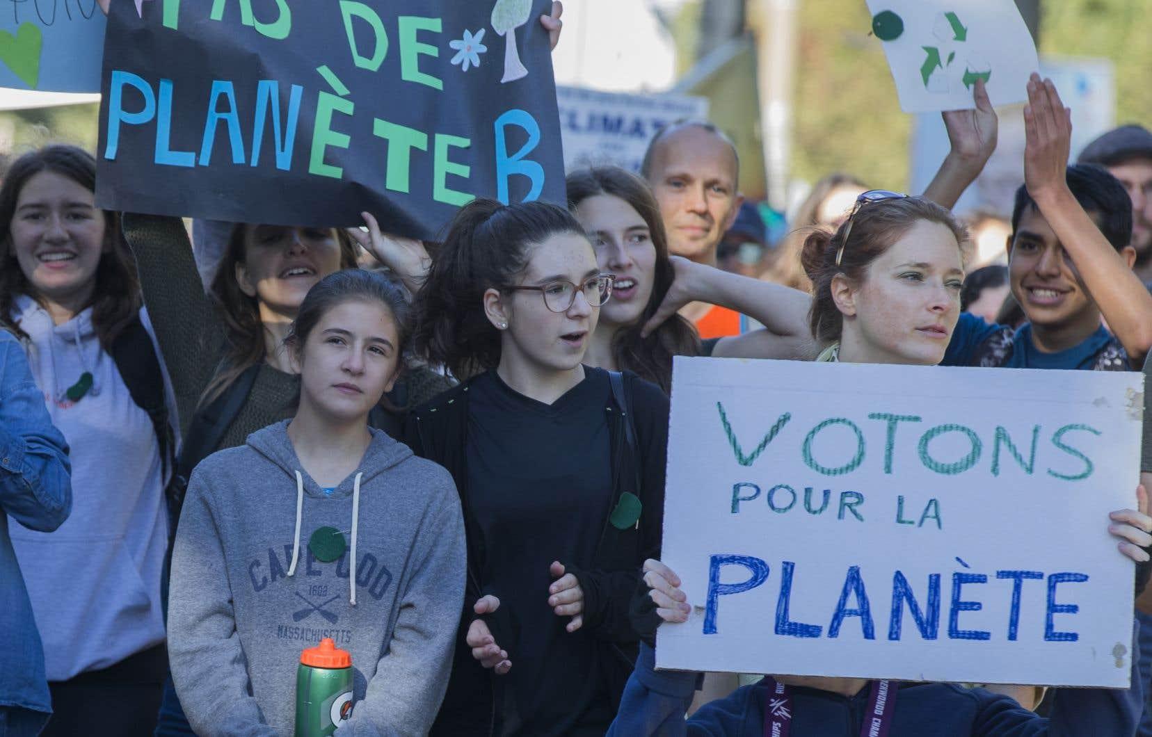 Cette mobilisation symbolique vise à démontrer l'urgence climatique et à réclamer des gestes concrets de la part du gouvernement de François Legault.