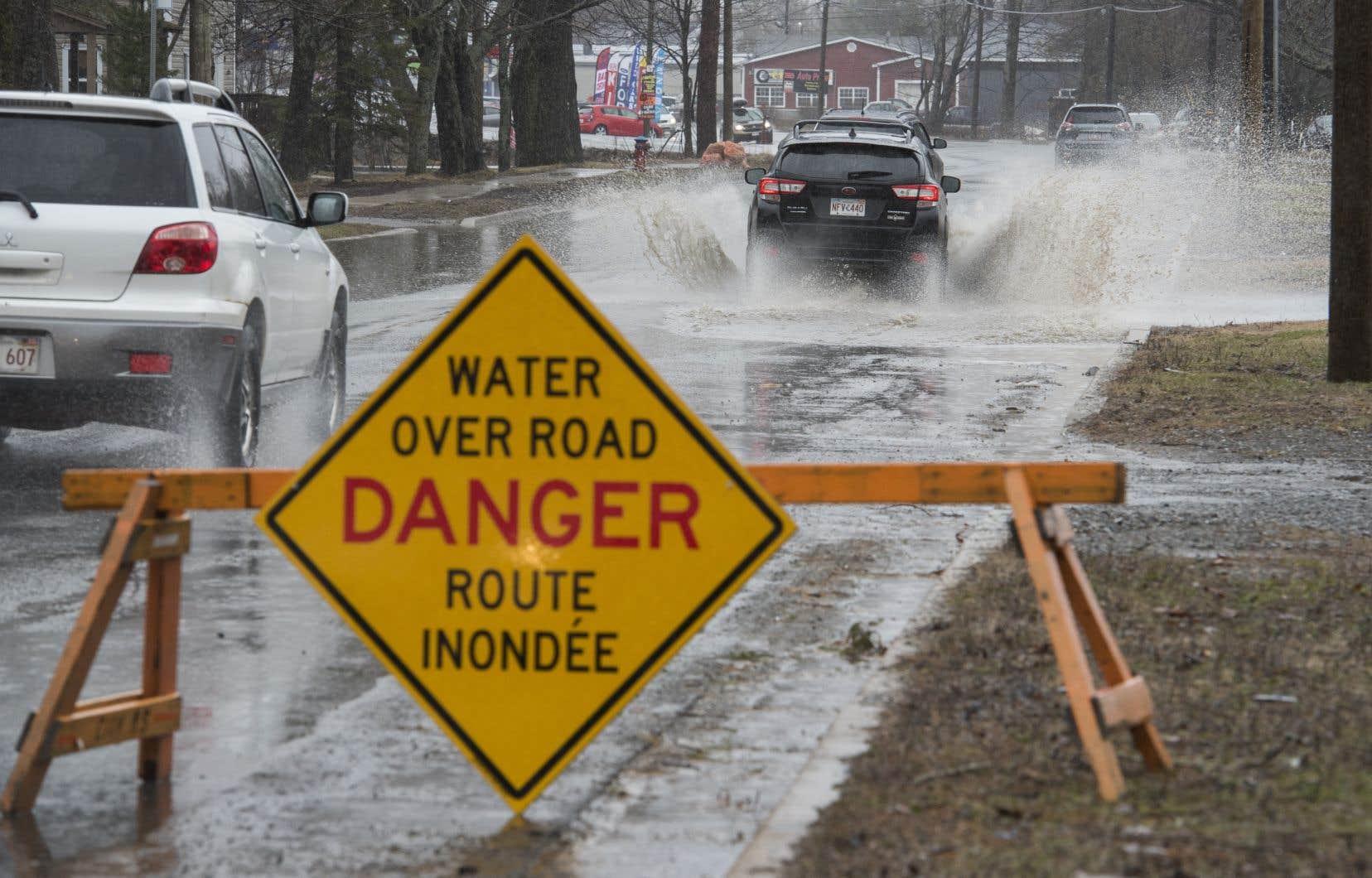 Les fortes pluies qui ont frappé la province et la fonte des neiges rapide sont à l'origine des inondations.