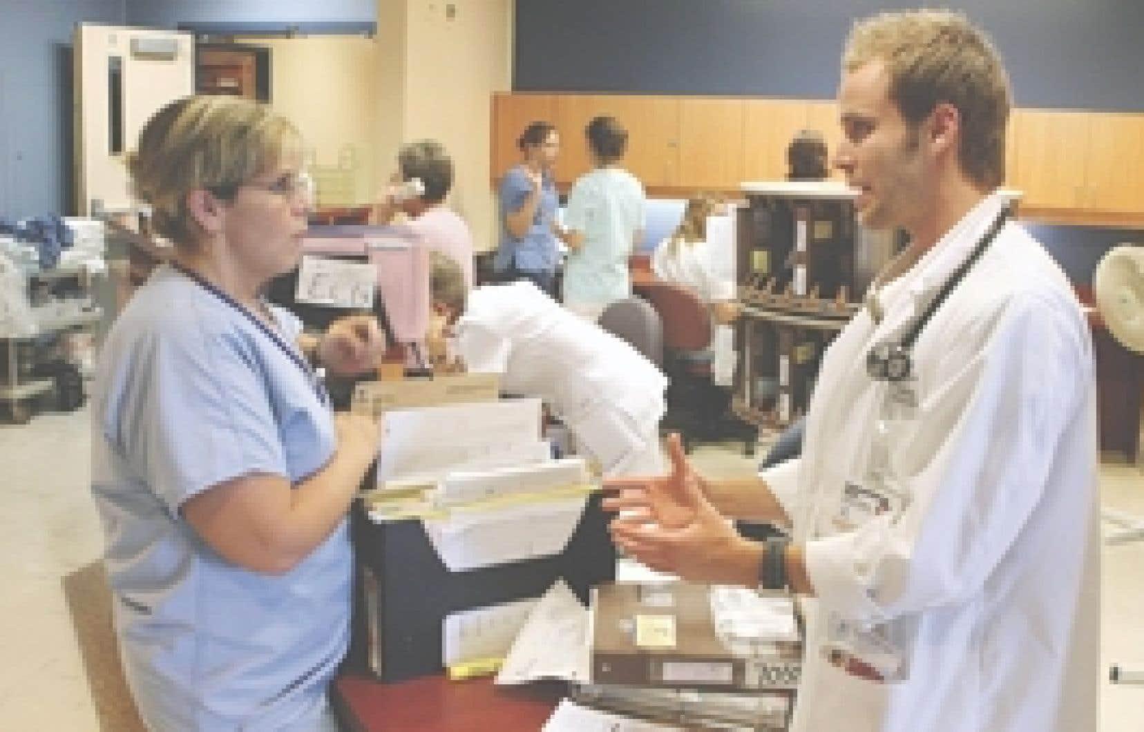Les «piles» de dossiers médicaux sur papier seront bientôt chose du passé.