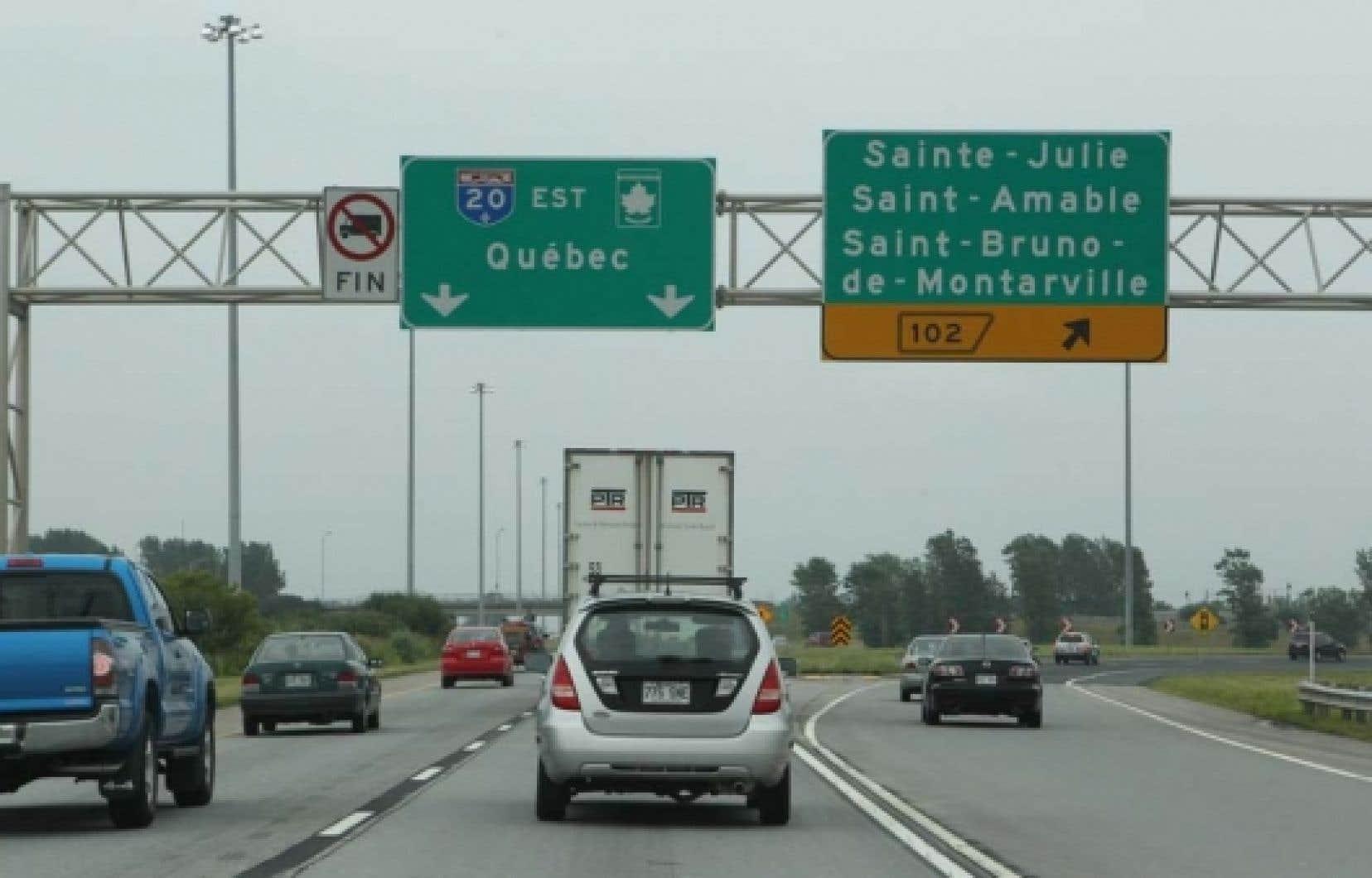 Le MTQ a voulu minimiser aujourd'hui la facture totale de l'opération de remplacement des panneaux routiers. <br />