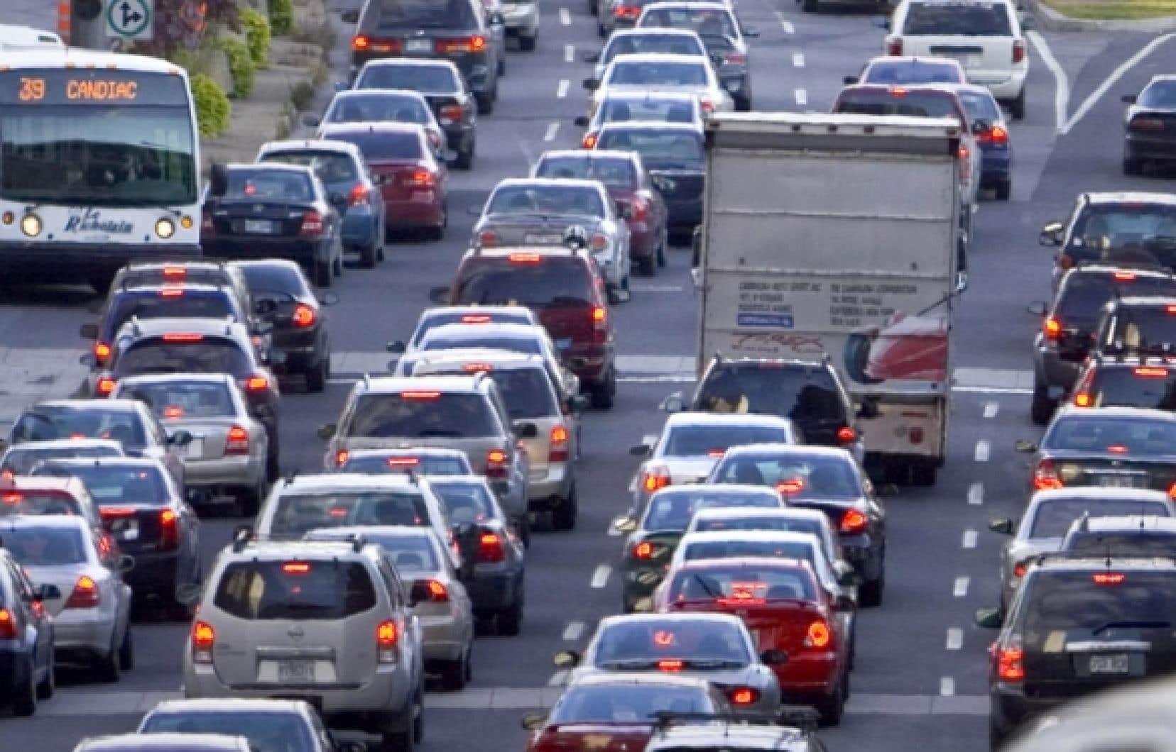 Mises bout à bout, les 43 000 autos qui s'ajoutent annuellement en région montréalaise forment une file longue de 258 kilomètres.<br />