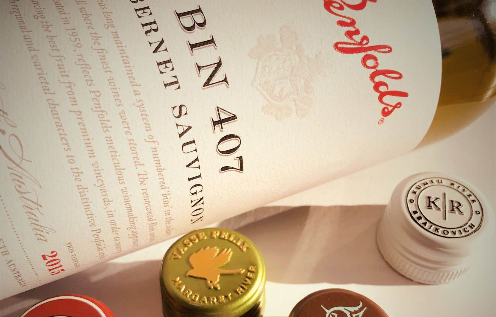 Le cabernet sauvignon Bin 407 montre une robe juvénile et profonde ainsi que des parfums exponentiels et détaillés (cèdre, graphite, cassis, menthe…) sur une bouche savoureuse.