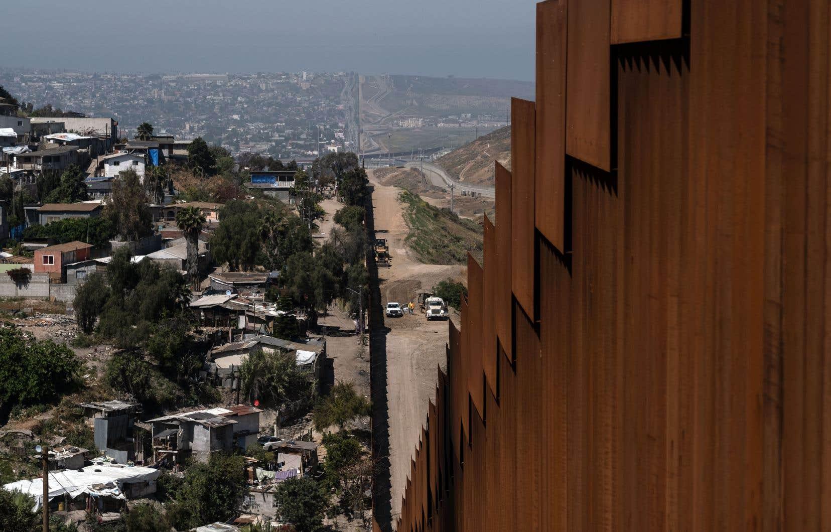 Quelque 2900 militaires américains d'active sont actuellement déployés le long de la frontière sud, ainsi que 2000 réservistes.