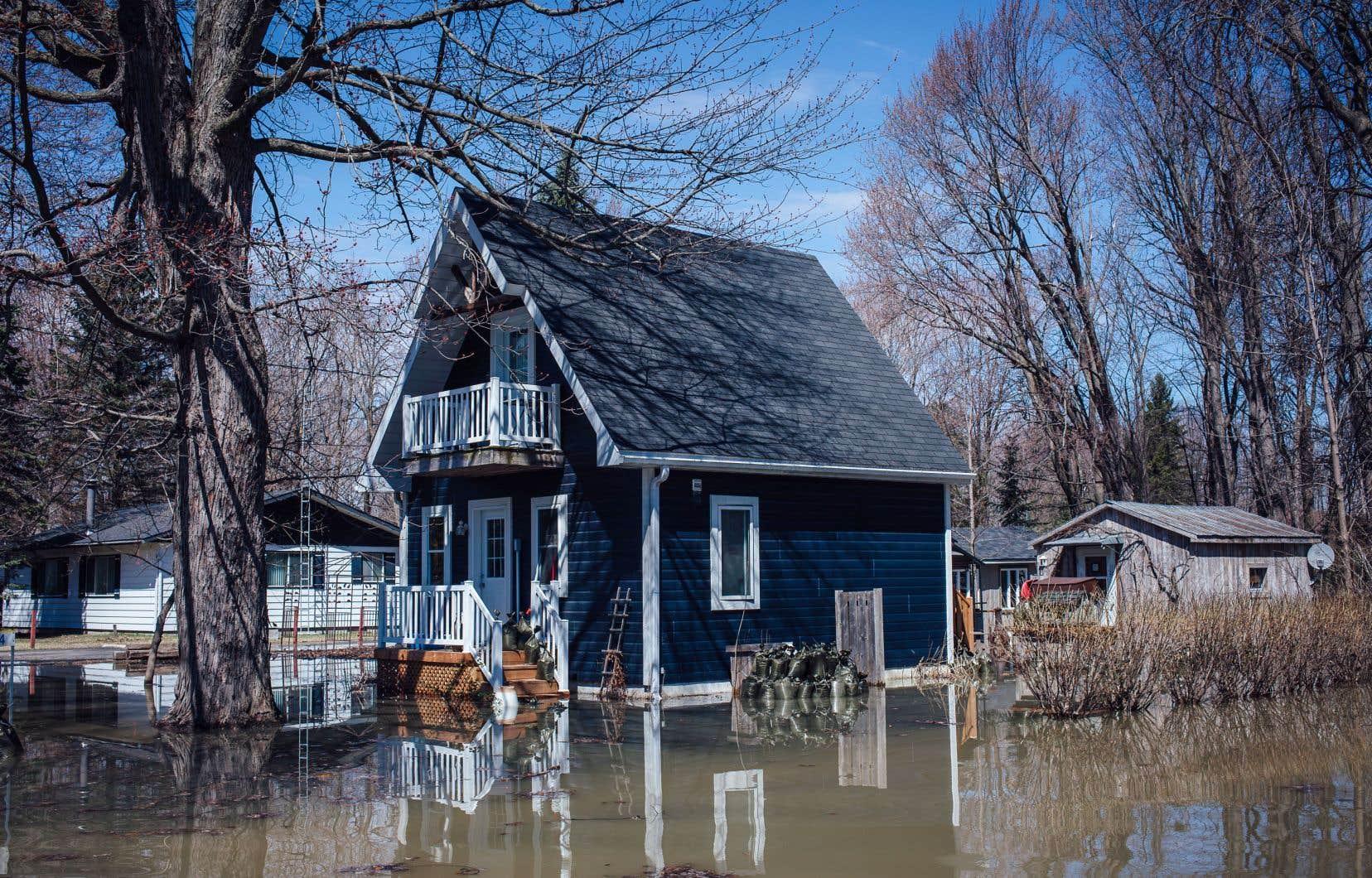 Le gouvernement Legault a dévoilé il y a deux semaines une bonification du programme général d'indemnisation des sinistrés, qui promet entre autres des fonds pour relocaliser des gens ayant été frappés par des inondations successives.
