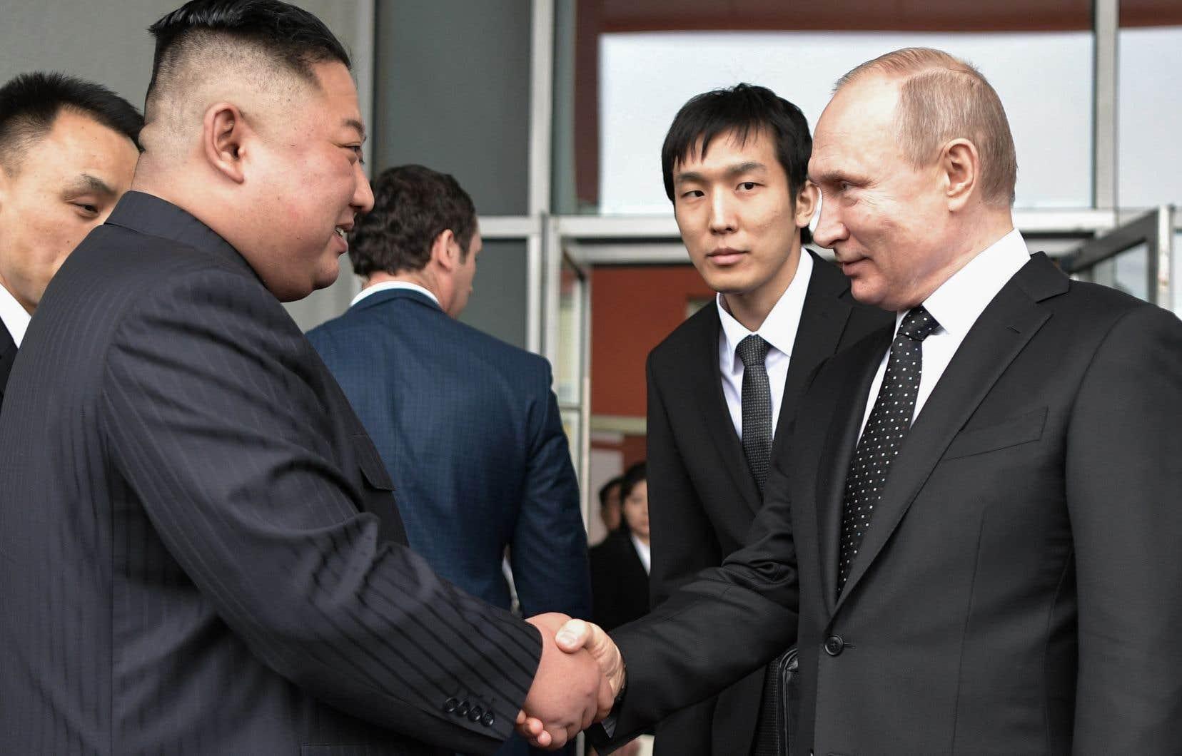 <p>Les deux chefs ont eu des entretiens dans un lieu de l'île Rousski, près de Vladivostok, dans l'Extrême-Orient russe.</p>