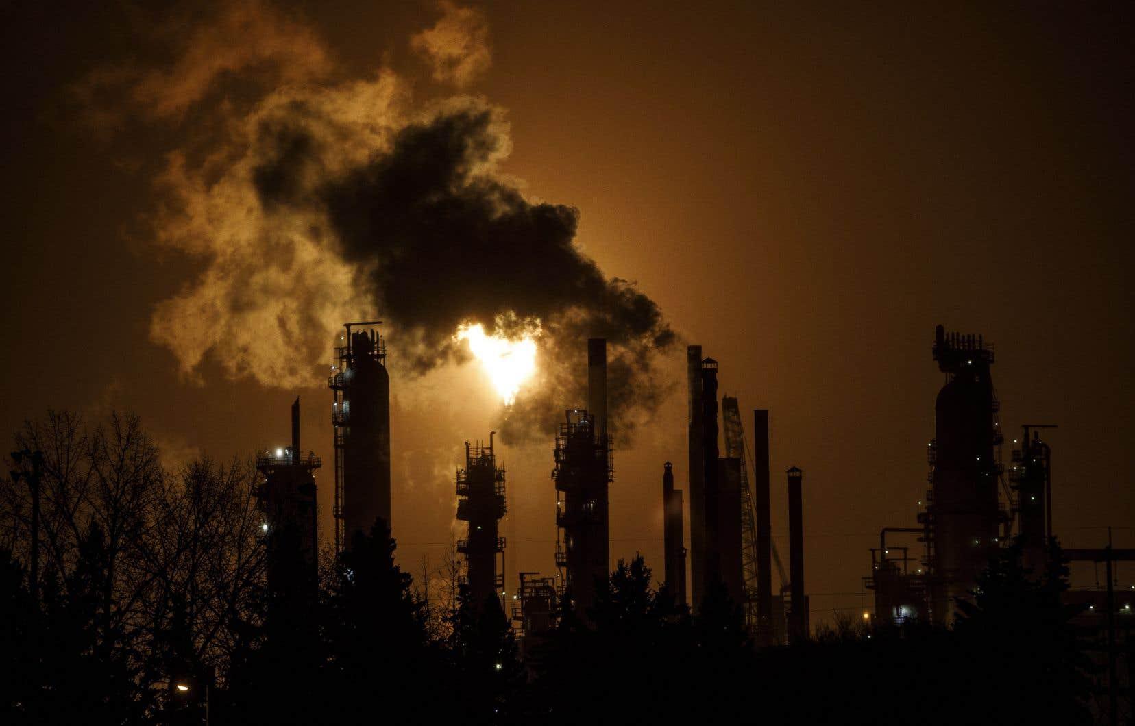 Le gouvernement fédéral a promis que 90% des sommes qu'il récoltera avec sa taxe sur le carbone seront retournées aux ménages sous forme de retour d'impôt.