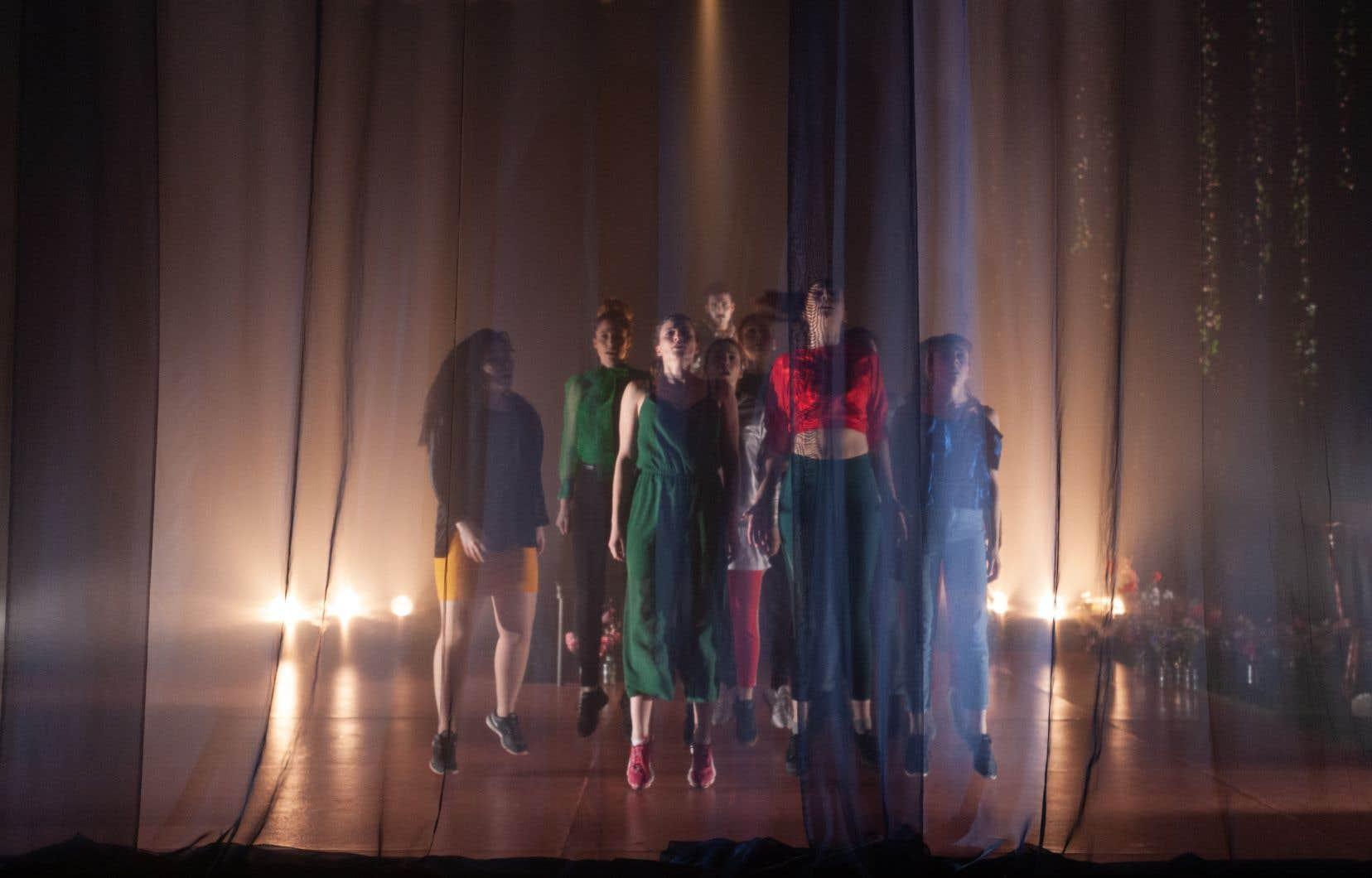 Le metteur en scène Patrick R. Lacharitédonne naissance à «Nous serons éternels», une pièce pour 14 interprètes vaguement inspirée par les sonnets de Shakespeare.