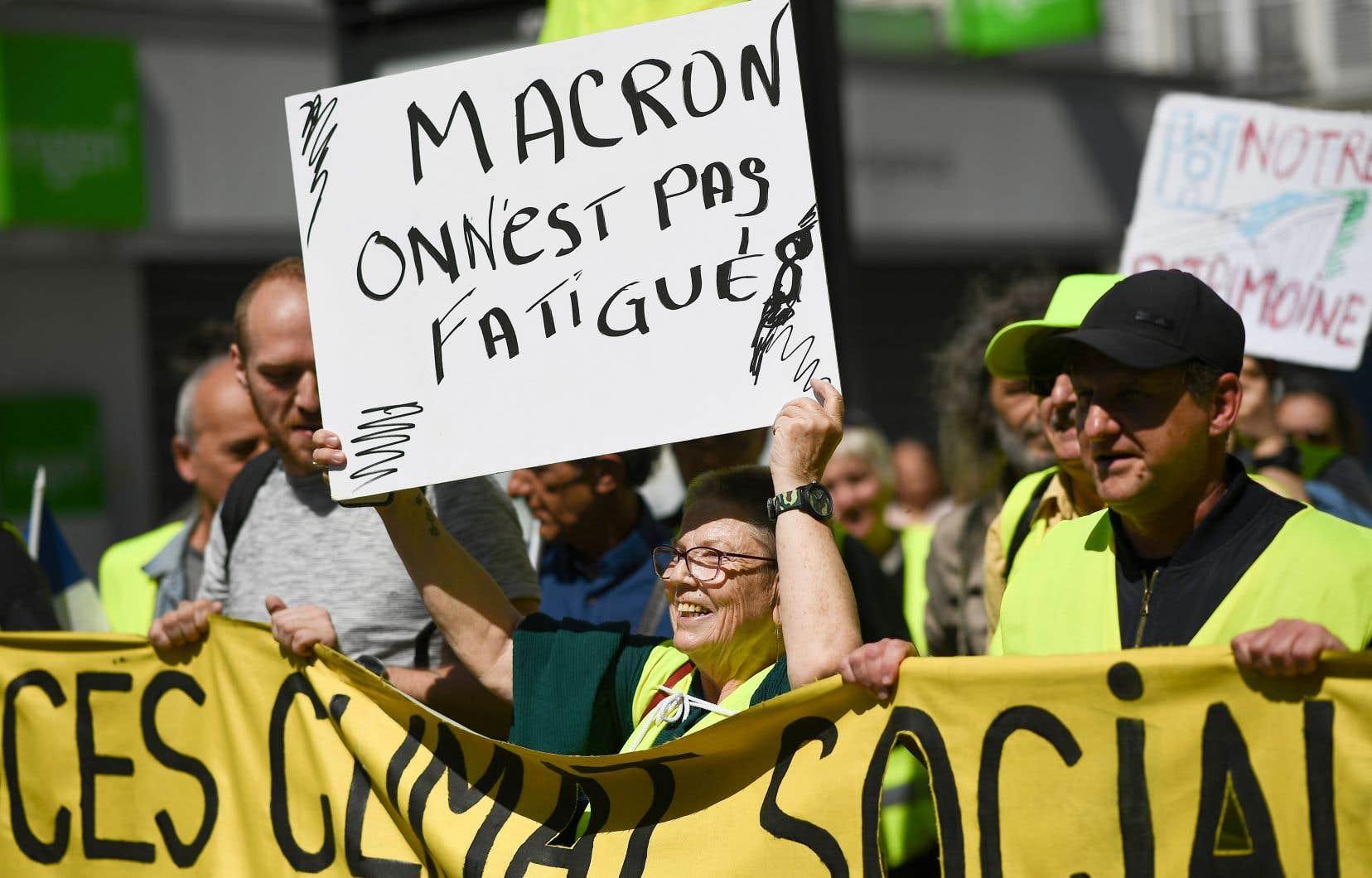 Des manifestants, samedi dernier, à Saint-Denis. Peu d'analystes étaient convaincus que l'intervention de jeudi du président français convaincra les plus sceptiques.